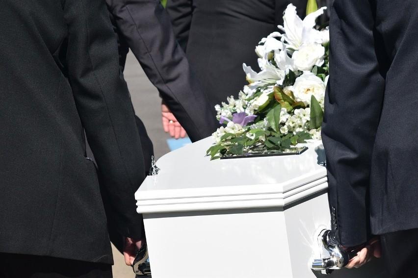 Zasiłek pogrzebowy będzie wyższy? Wiele na to wskazuje. Ile wynosi zasiłek pogrzebowy? Czy ulegnie waloryzacji?