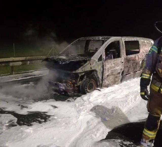 Pożar auta miał miejsce na wysokości miejscowości Żdżary (pow. koniński). Strażacy interweniowali na miejscu po godz. 5. Samochód spłonął na 269. kilometrze autostrady A2 w kierunku Poznania. Przejdź dalej --->