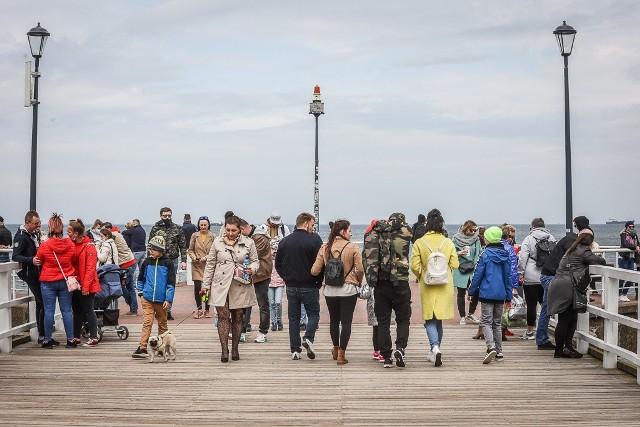 W niedzielę, 9.05.2021, temperatura powietrza wzrosła, co przyciągnęło tłumy spacerowiczów do aktywności i wypoczynku na świeżym powietrzu. Byliśmy w Parku Reagana i na plaży w Brzeźnie w Gdańsku. Zobaczcie zdjęcia!