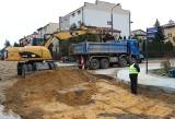 W Radomiu trwają prace przy wymianie rur kanalizacyjnych i wodociągowych na ulicach Dzierzkowa (ZDJĘCIA)