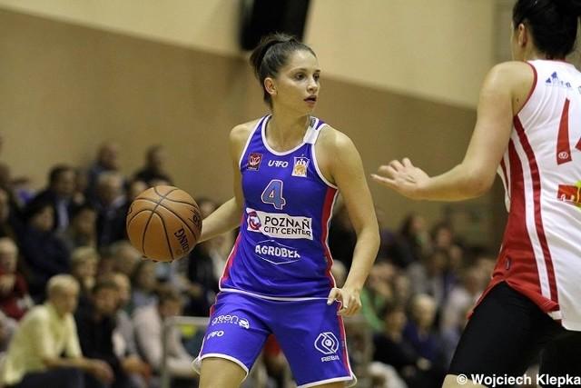 Kinga Woźniak powiedziała, że mogłaby już grać w ekstraklasie, ale woli się do niej dostać ze swoim ukochanym klubem po sportowej walce