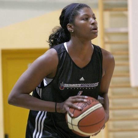 Demya Walker. ma 31 lat i za sobą osiem sezonów spędzonych na parkietach WNBA. W najsilniejszej lidze świata Walker broniła przez trzy sezony barw Portland Fire oraz przez pięć Sacramento Monarchs. W 2005 roku, w barwach Sacramento zdobyła mistrzostwo WNBA. W sumie na parkietach WNBA rozegrała 207 meczów rzucając 1714 punktów oraz zbierając 791 piłek. Jest matką trzyletniej Zachary.