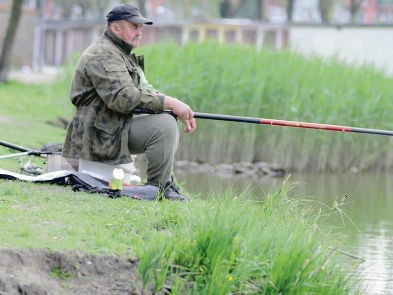 - To jest dobre miejsce na wypoczynek - wędkarz Leszek Nowak...