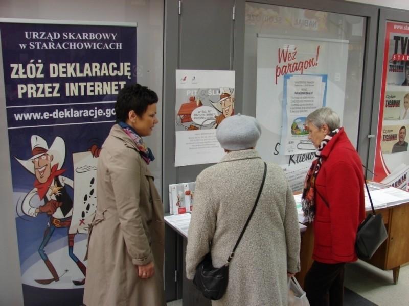 """Urząd Skarbowy w Starachowicach otworzył punkt informacyjny dla posdatników w galerii handlową """"Skałka"""" w Starachowicach"""