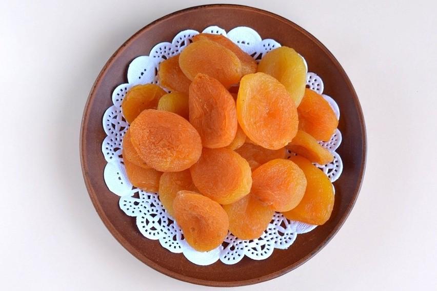Pomarańczowe owoce i warzywa oraz warzywa liściaste to dobre...