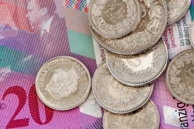 Już 7 znanych banków zostało ukaranych przez UOKiK za niedozwolone zapisy w umowach dotyczących kredytów we franku szwajcarskim.