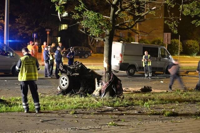 Wypadek na al. Piłsudskiego w Łodzi. 2 osoby nie żyją