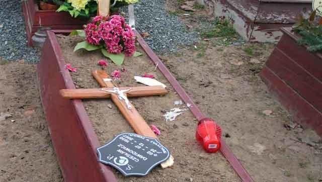 Policja szuka sprawców wandalizmu na koszalińskim cmentarzu.