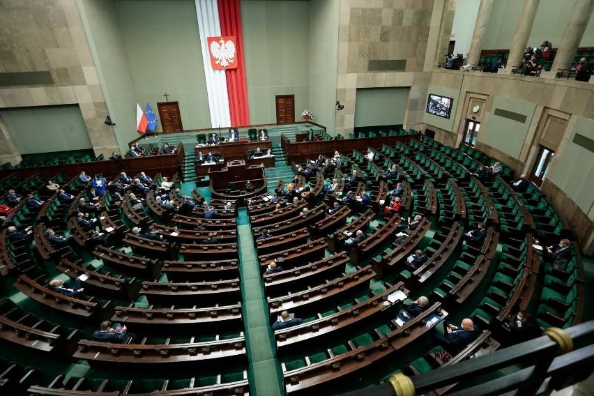 Sejm przegłosował wniosek opozycji o odroczenie obrad...