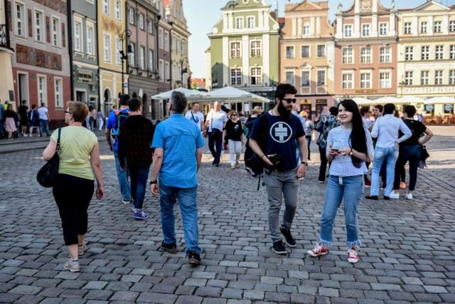 Czy na poznańskim Starym Rynku jest głośniej niż na rynkach innych polskich miast? Czy na poznańskich ulicach panuje większy, a może mniejszy hałas niż w Warszawie czy Krakowie? Okazuje się, że udało się to zmierzyć. Sprawdź, jak Poznań wypada pod względem hałasu na tle innych polskich miast --->