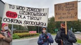 Stary Sącz. Mieszkańcy Doliny Popradu zablokowali rondo. Protestują przeciwko budowie obwodnicy tranzytowej pod ich domami [ZDJĘCIA]