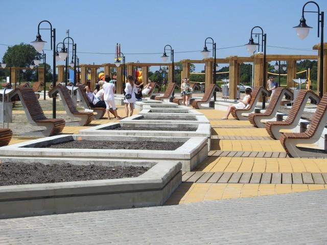 Nowa plaża, boiska do minigolfa, place zabaw dla dzieci, boiska do piłki siatkowej i plażowej, prospekt do spacerowania - to wszystko od niedawna uatrakcyjnia zalew w Korycinie.