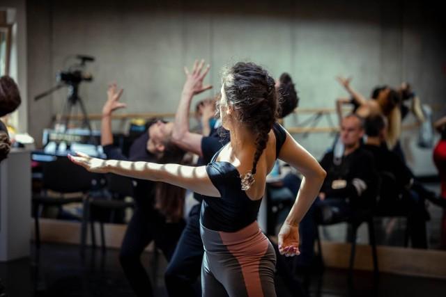 """Dzisiaj (24 maja) odbył się drugi dzień przesłuchań do """"West Side Story"""". Tancerze mieli zaledwie kilkanaście minut na zaprezentowanie swoich umiejętności."""