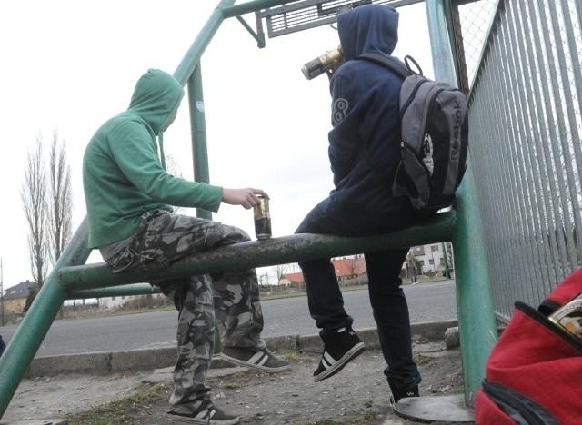 Według terapeuty uzależnień po narkotyki sięgają coraz młodsi ludzie. - Na terapię przychodzą do mnie nawet 13-latki - mówi Mieczysława Kwolek-Pawełczak.