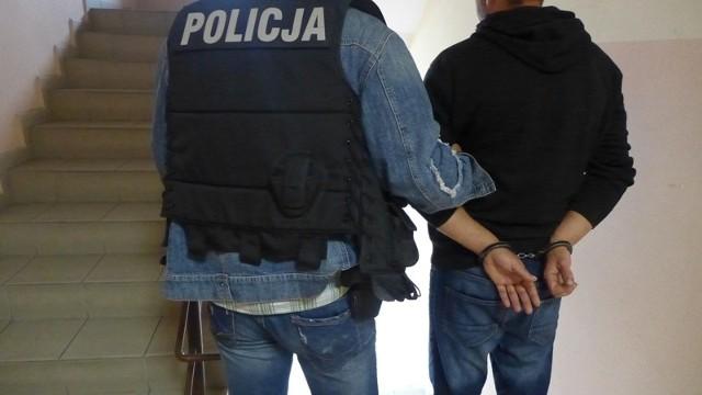 Po dwóch godzinach policjanci zatrzymali 35-latka, który usłyszał już zarzut usiłowania zabójstwa.