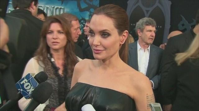 Angelina Jolie usunęła jajniki i jajowody. To kolejna operacja znanej aktorki w ciągu ostatnich kilku lat. Wcześniej poddała się mastektomii