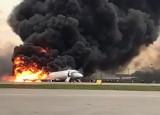 Moskwa: Awaryjne lądowanie samolotu na lotnisku Szeremietiewo. Nie żyje 41 osób