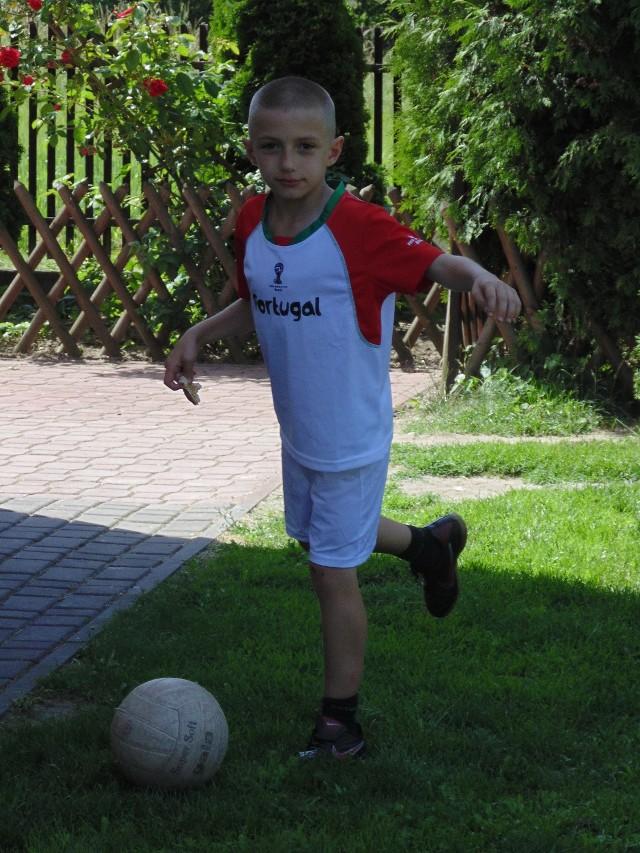 Wielką pasją Sebastiana była piłka nożna. Dlatego futbolówka pojawi się na jego nagrobku, obok wielkiego serca z granitu