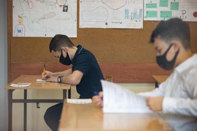 Egzamin ośmioklasisty 2021 - matematyka. Odpowiedzi, arkusze CKE, pytania. Co będzie na egzaminie z matematyki?