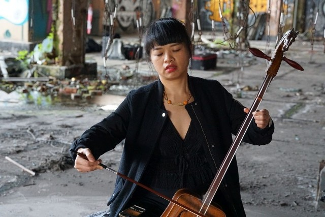 """Teledysk do utworu """"Brak"""" skomponowanego przez Przemysława Strączka i Chiao-Hua Chang nagrano w Łaźni Moszczenica.Zobacz kolejne zdjęcia. Przesuwaj zdjęcia w prawo - naciśnij strzałkę lub przycisk NASTĘPNE"""