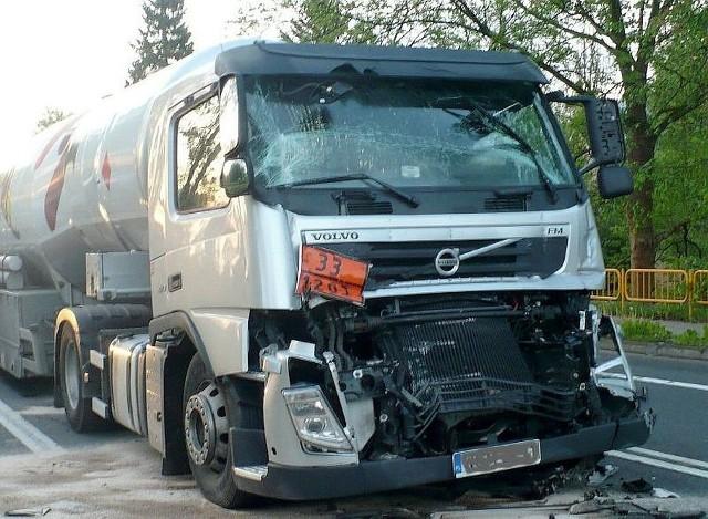 W poniedziałek o kolo 4.10 na ul. Gorzowskiej ciężarowy iveco zderzył się z cysterną volvo. Kierowcy wyszli z tego bez szwanku. Ruch na tym odcinku odbywa się wahadłowo. Utrudnienia potrwają do około 11.00.