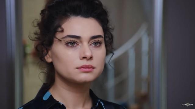 """Piękna Narin z serialu """"Przysięga"""" jest z pochodzenia Azerką. Zobacz prywatne zdjęcia aktorki. Kliknij strzałkę obok zdjęcia lub przesuń je gestem >>>"""