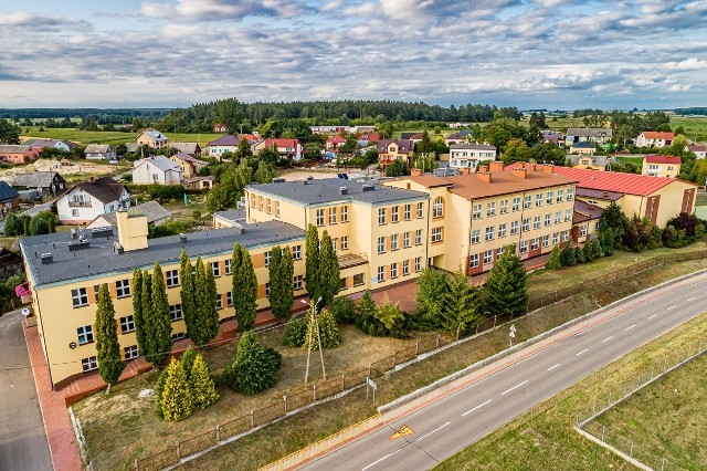 Umowa na remont szkoły została podpisana. Do następnych wakacji budynek placówki zmieni się nie do poznania