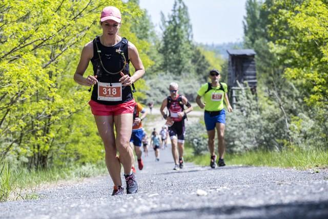 Dziś (1 lipca 2020) o godzinie 20 startują zapisy do szóstej edycji zawodów Ultra Kamieńsk. Zawody co roku cieszą się ogromna popularnością wśród biegaczy. W tym roku zawodnicy będą mieć do wyboru  trzy dystanse od 10 km do 50 km, trasy biegów wytyczone będą na terenie Góry Kamieńsk.CZYTAJ DALEJ NA NASTĘPNYM SLAJDZIE