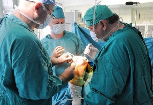 Szpitale wojewódzkie powiększają swoją ofertę. W czerwcu na Bielanach lekarze przeprowadzili nowatorski zabieg wszczepienia stymulatora przeciwbólowego