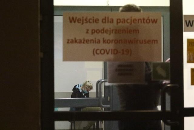 Wrocławski pacjent, zarażony koronawirusem, jest w dobrym stanie, nie ma gorączki.