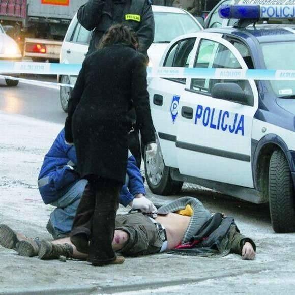 Świadkowie zdarzenia opowiadali nam, że policjanci byli bardzo agresywni, bili mężczyznę, a później przygnietli do ziemi. Wtedy Niemiec zmarł.