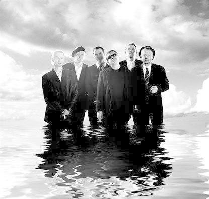 Świetliki to alternatywna grupa muzyczna, której frontmanem jest poeta Marcin Świetlicki.