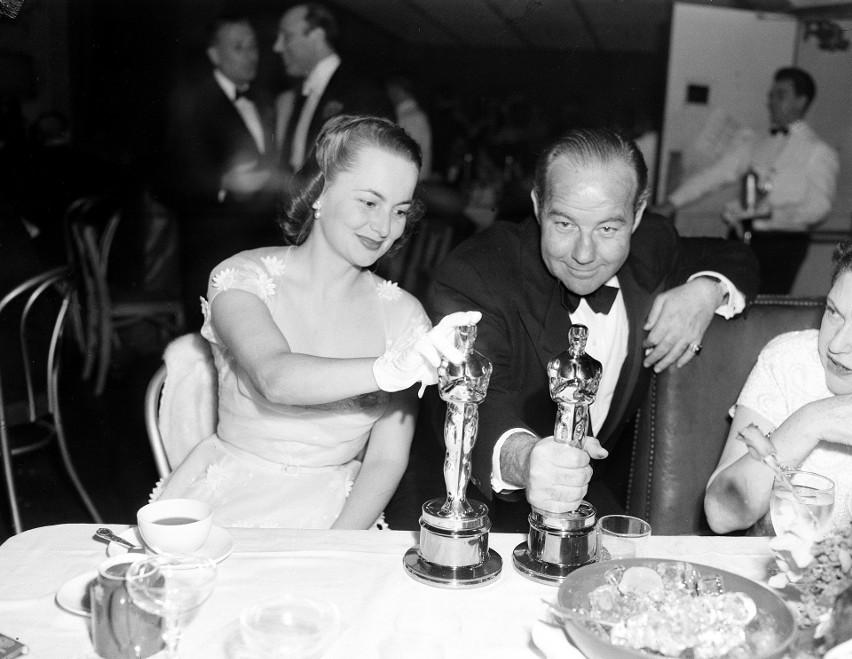 Olivia de Havilland i Broderick Crawford podczas oscarowej...