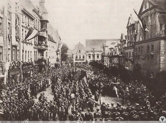 Przekazanie miasta po plebiscycie burmistrzowi Kluczborka Waldemarowi Reche.