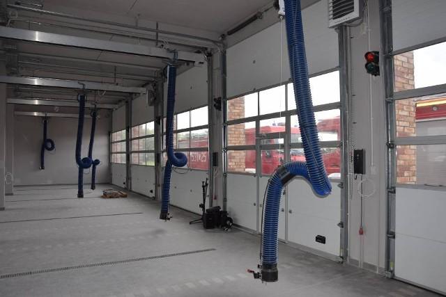 Obecnie trwają ostatnie prace wewnątrz obiektu. Strażacy do nowej komendy wprowadza się najprawdopodobniej na przełomie roku