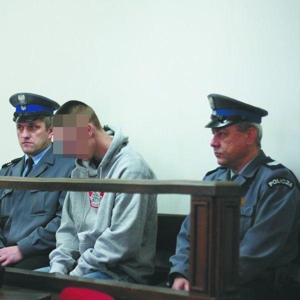 Kamil S. przyznał się do zabicia wujka. Przed sądem wyraził skruchę i przeprosił ciocię. Płakał. Na jaką karę skaże go sąd?