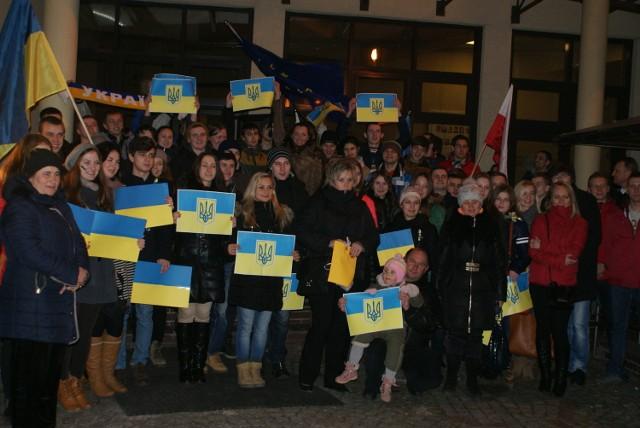 Uczestnicy spotkania przed WSB solidaryzują się z narodem ukraińskim