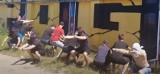 Przysiady dla Bartka. Kibice Pogoni pomagają choremu fanowi Portowców [FILM]