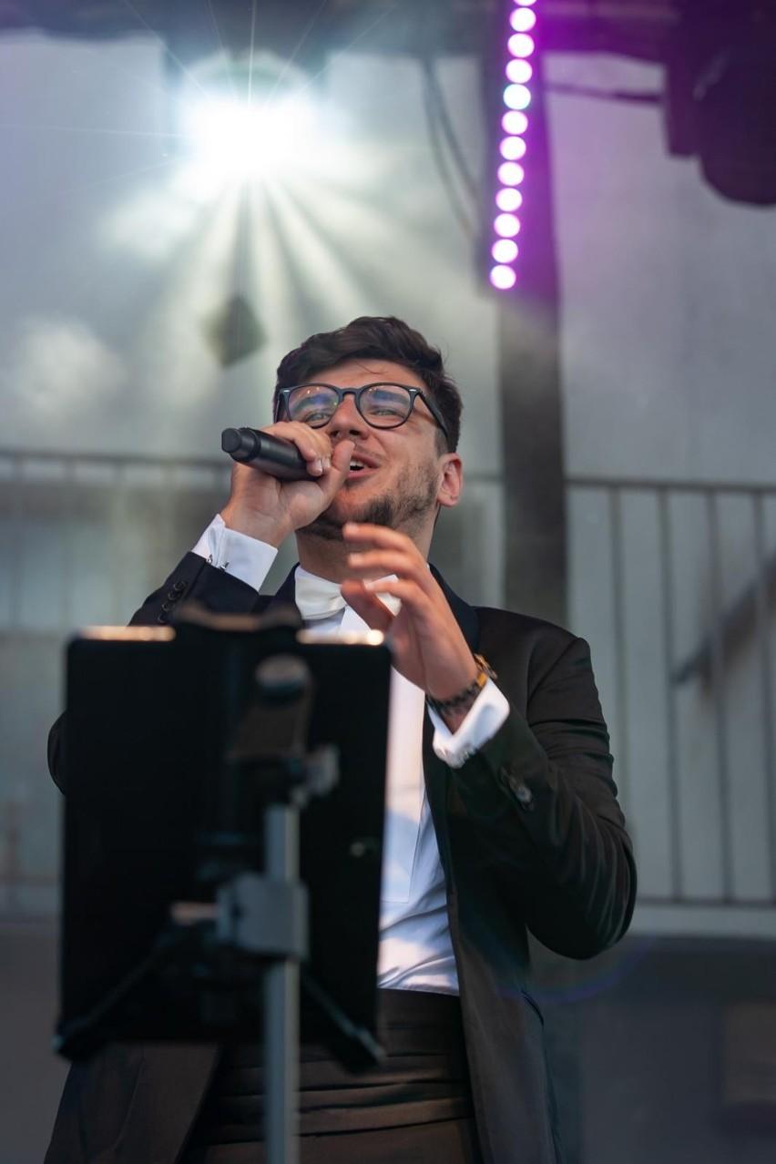 """Muzyczna karuzela"" to festiwal piosenek lat 50. i 60. na..."