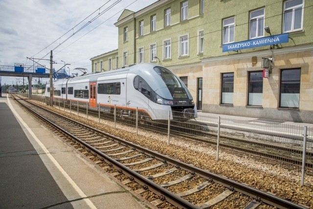W Skarżysku - Kamiennej (na zdjęciu) i w Suchedniowie odnowiono już dworce kolejowe. Teraz rozpoczął się generalny remont 8,5 kilometra linii kolejowej na trasie nr 8 między dwoma miastami.