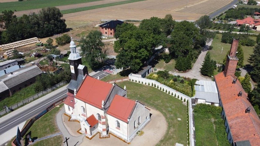 Nowym proboszczem parafii zostanie ks. mgr lic. Jarosław...