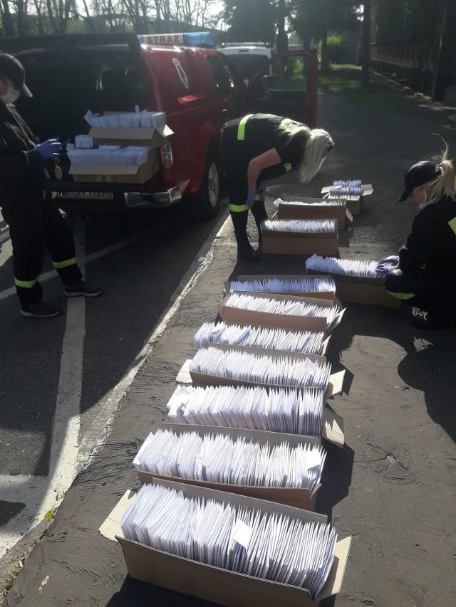 Maseczki mieszkańcom dostarczali między innymi druhowie z Ochotniczej Straży Pożarnej w Stalowej Woli