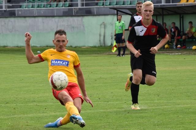 Łukasz Kryjak (z piłką) jest jednym z tych zawodników, od których zależą wyniki drużyny Kalwarianki