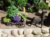 Kwietniki do ogrodu i domu. Jakie kwietniki warto wybierać (ZDJĘCIA)
