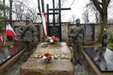 Kielczanie pamiętali o zamordowanych w Katyniu Polakach [ZDJĘCIA]