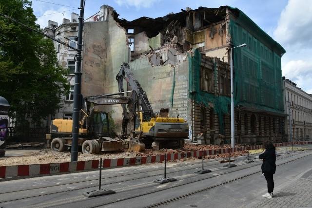 Od 22 maja, od wykonania częściowej rozbiórki kamienicy, nic się tam nie dzieje...