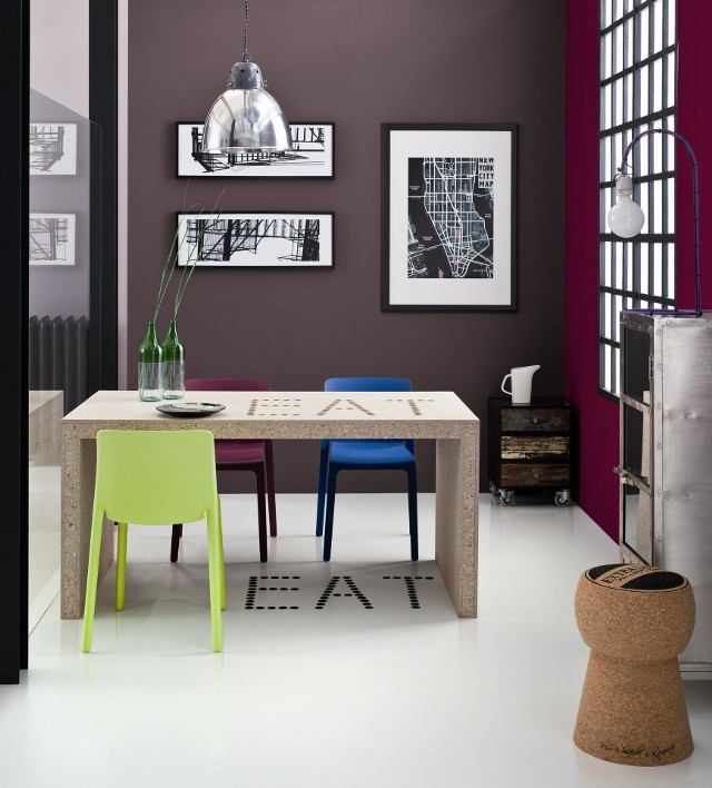 Wnętrze w stylu miejskimMiejska aranżacja wnętrza lubi funkcjonalizm, który przejawia się w prostych, geometrycznych formach mebli.