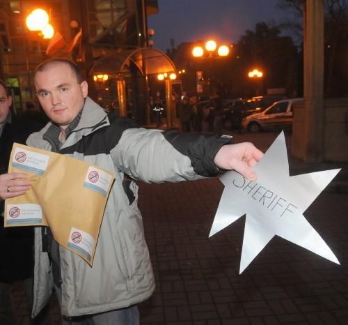 Młodzi demokraci przygotowali gwiazdę szeryfa dla prezydenta i zamierzają mu ją wysłać.