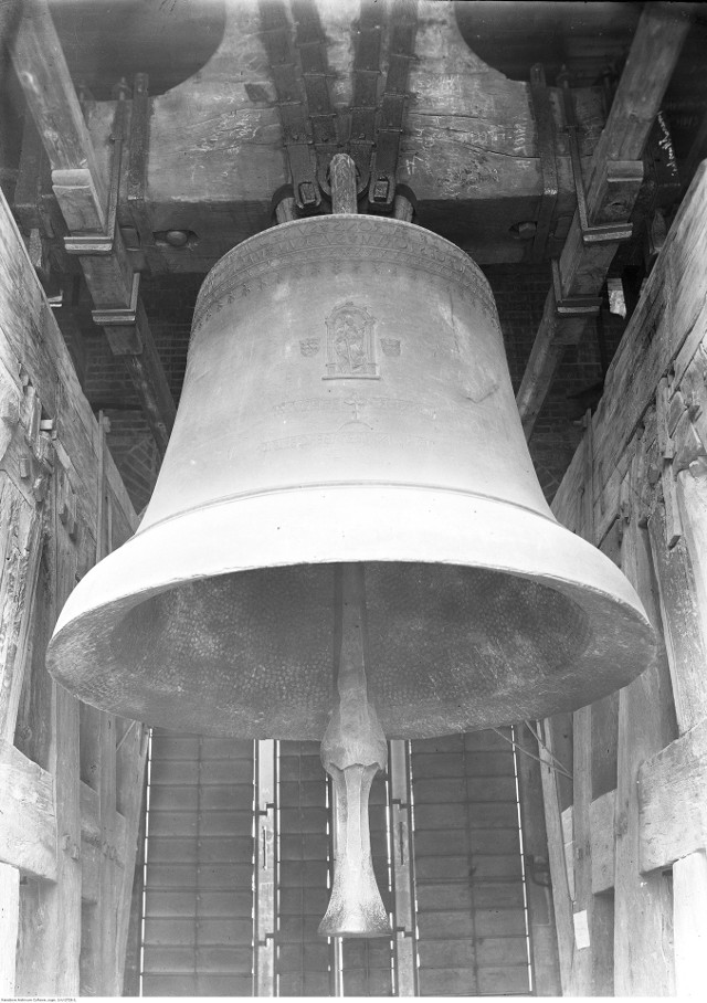Dzwon Zygmunta w Wieży Zygmuntowskiej w północnej części Katedry na Wawelu w Krakowie