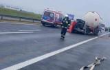 Tragiczne zderzenie na autostradzie A1 (29.08.2021). W wypadku cysterny z osobówką zginął 48-letni mężczyzna